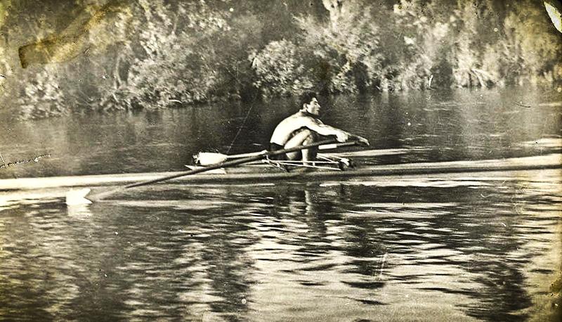 Remero en Canal Alem (1950)