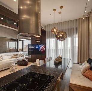 「 旋轉電視架,客廳和餐廳都看得到,十足便利 」