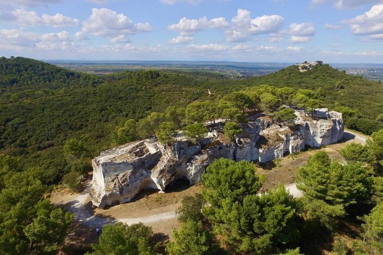 visiter-la-provence-abbaye-troglodytique