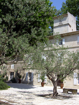 Domaine-du-petit-mylord-chambre-hotel-beaucaire-gard-occitanie-oliviers-provence
