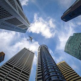 Skyskrapor och flygplan