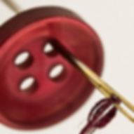 Nål som lagar en knapp