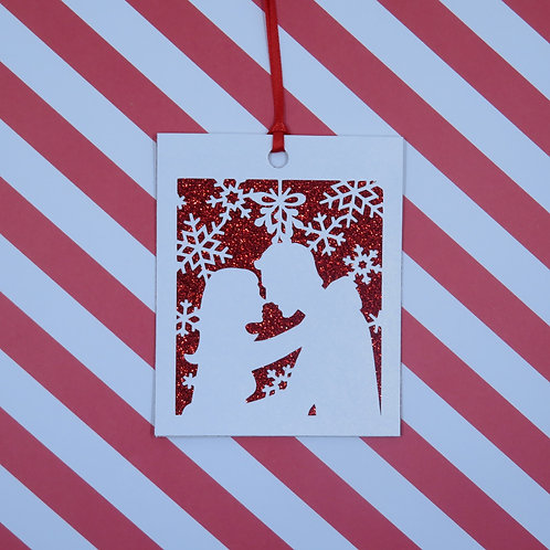 Loving Couple Under the Mistletoe Gift Tag