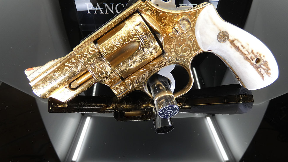 SMITH & WESSON 629 ENGRAVED AND GOLD PLATED WITH STAG