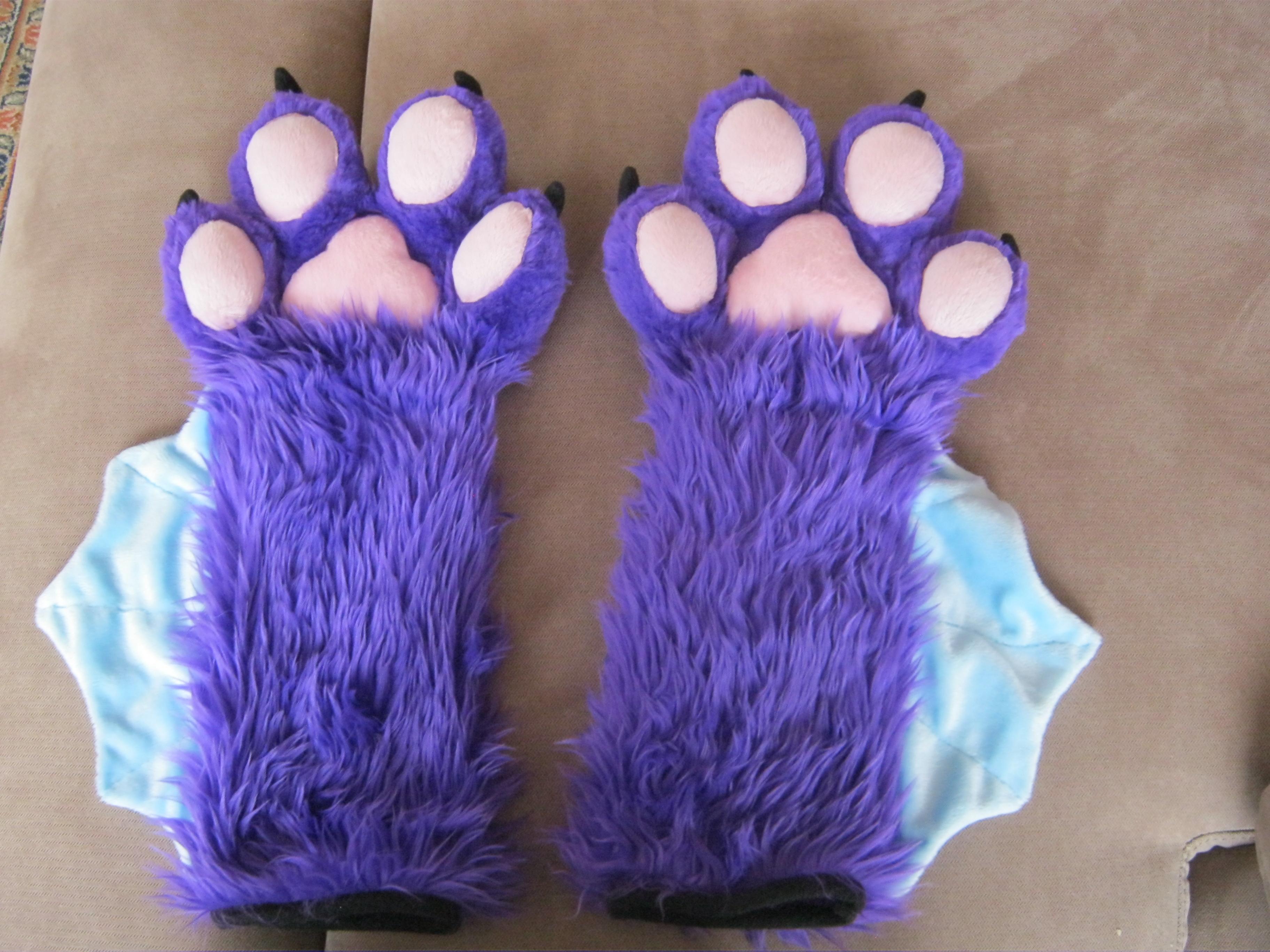 Xyzl Bat Paws
