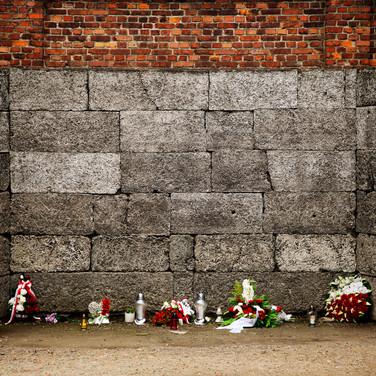 The black wall, Auschwitz 1