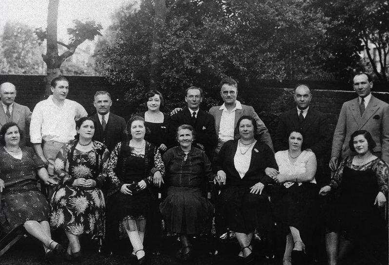 Family pic_Cazenov road.jpg