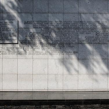 The memorial at the Umschlagplatz