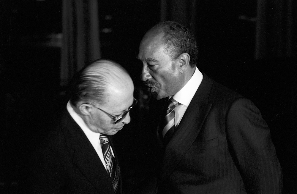 David Rubinger - Yedioth Ahronoth Group. Egyptian President Anwar Saadat and Prime Minister Menachem Begin conversing at Aswan, following the peace treaty, 1980.
