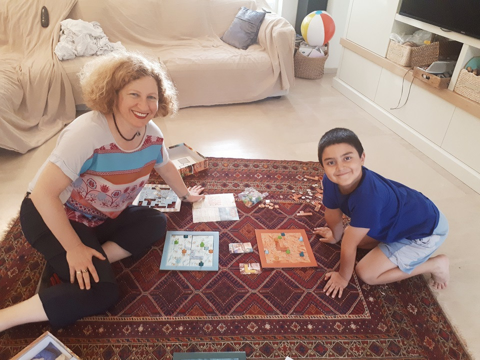 Playing Scarabya