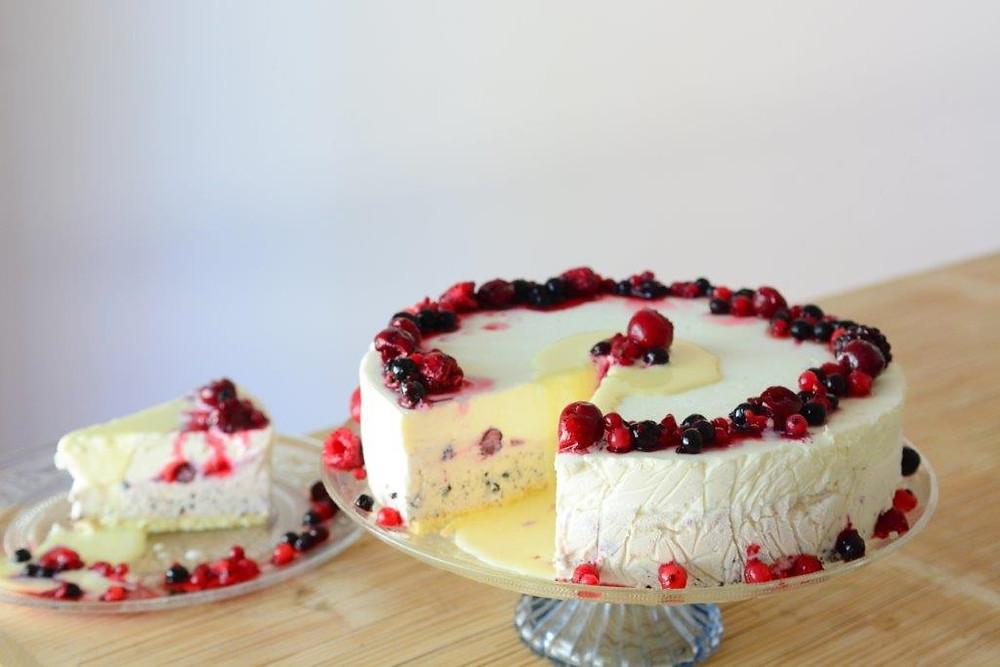 'De Karina' Frozen Mascarpone Cheesecake with White Chocolate Mousse Recipe