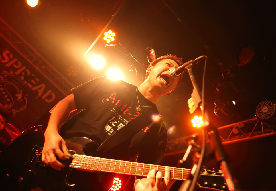 Live20007.JPG