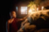 Velas de iluminação de monge budista