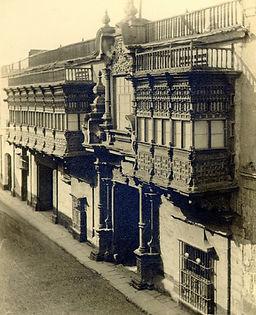 Balcones Lima Peru.jpg