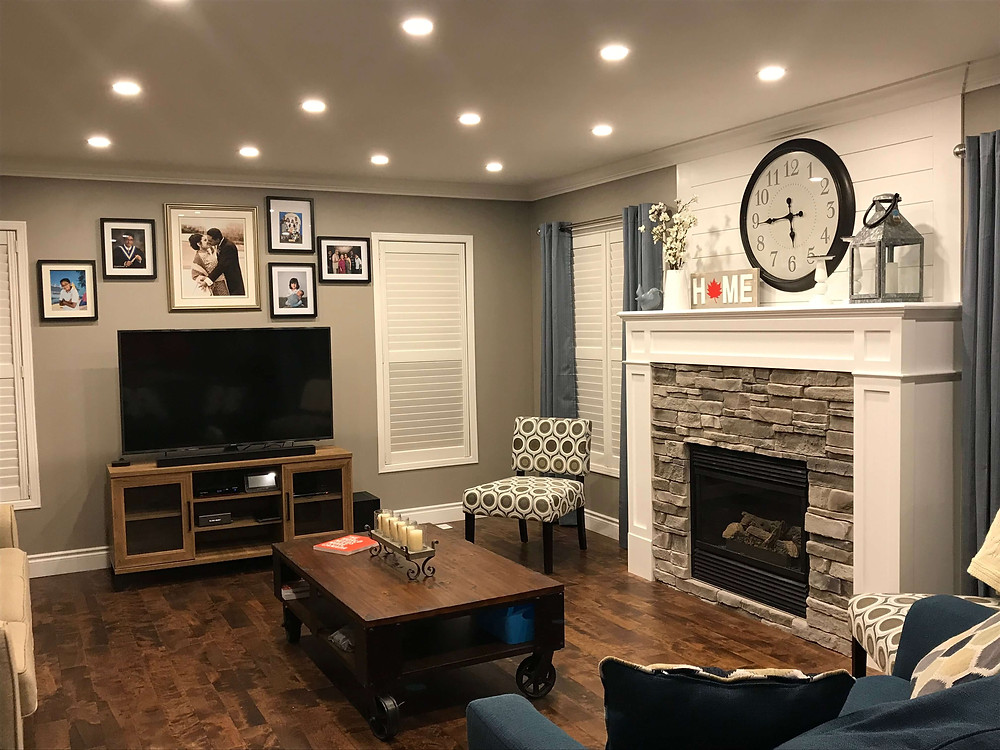 Warm and cozy family room by Georgia's Design