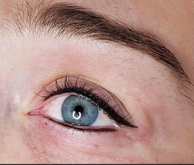 Permanent winged eyeliner Kendal.jpg