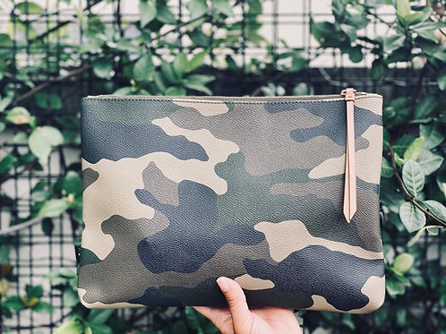 Camouflage heart clutch