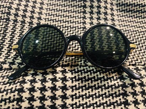 Black sunglasses w/ gold hardware