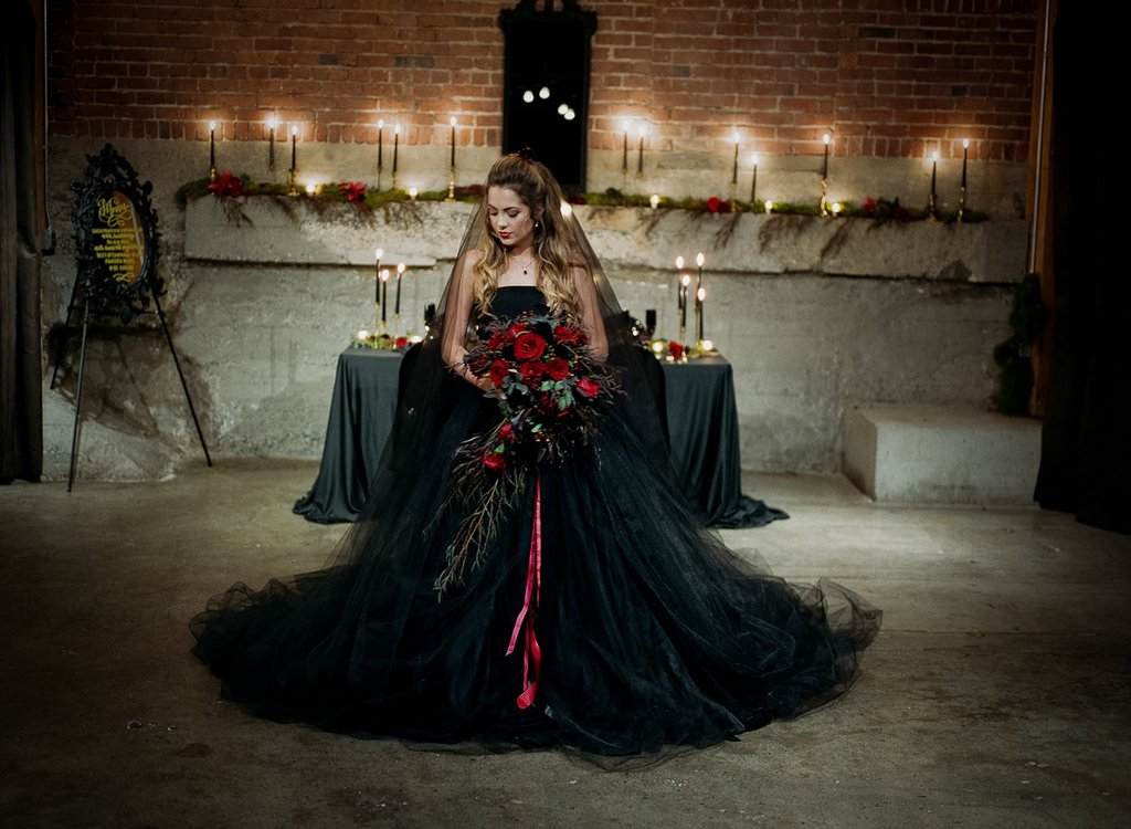 Romantic-Halloween-Wedding (26)