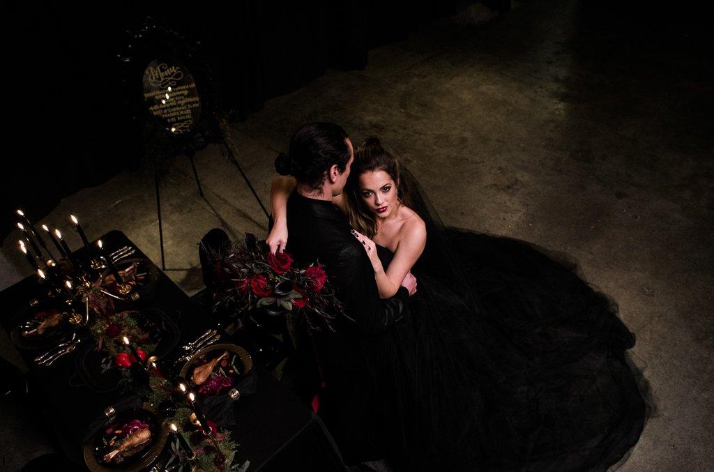 Romantic-Halloween-Wedding (10)