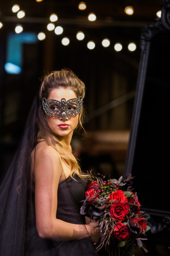 Romantic-Halloween-Wedding (8)