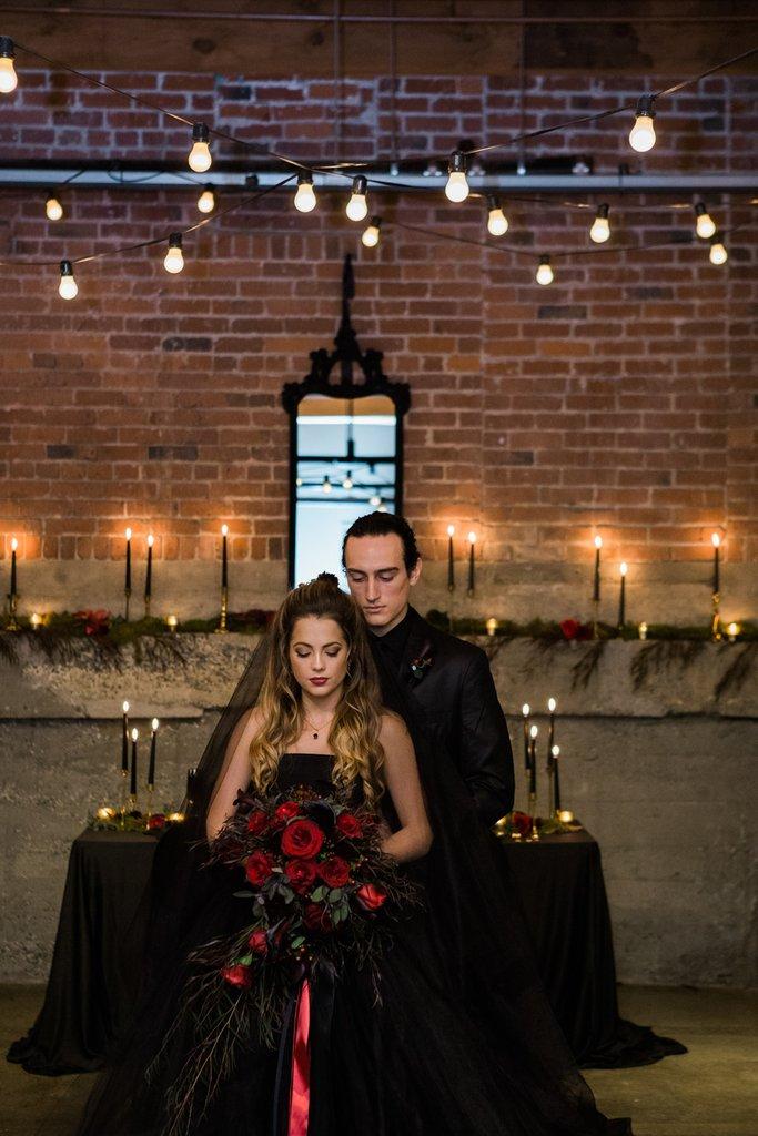 Romantic-Halloween-Wedding (13)