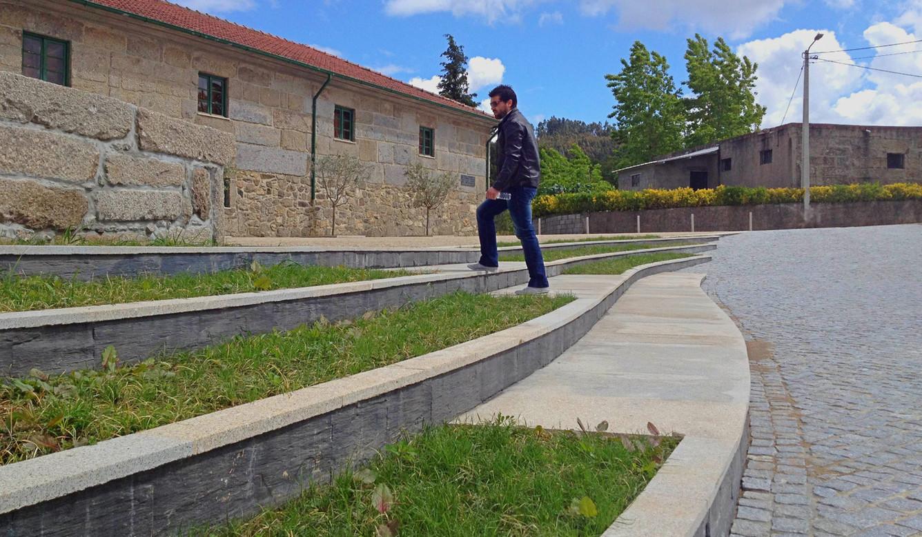 Largo da Igreja de Revinhade