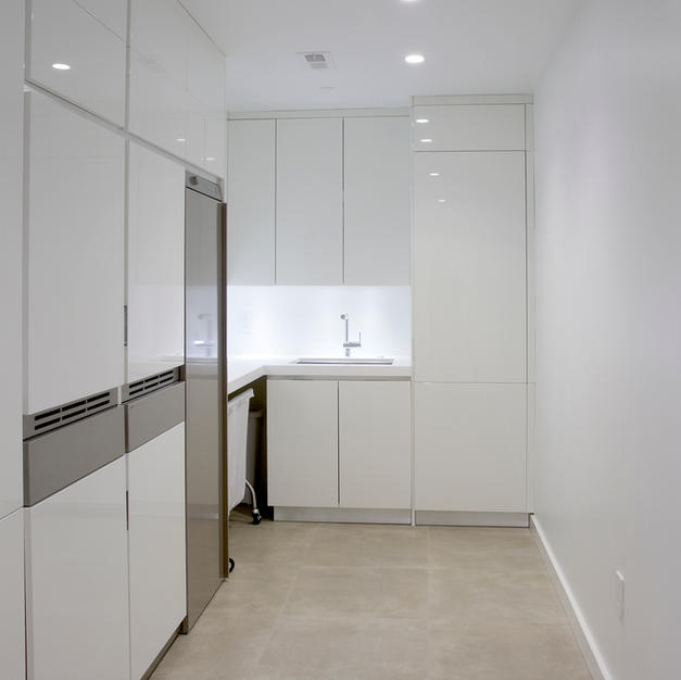 Loft Laundry room, high gloss cabinets