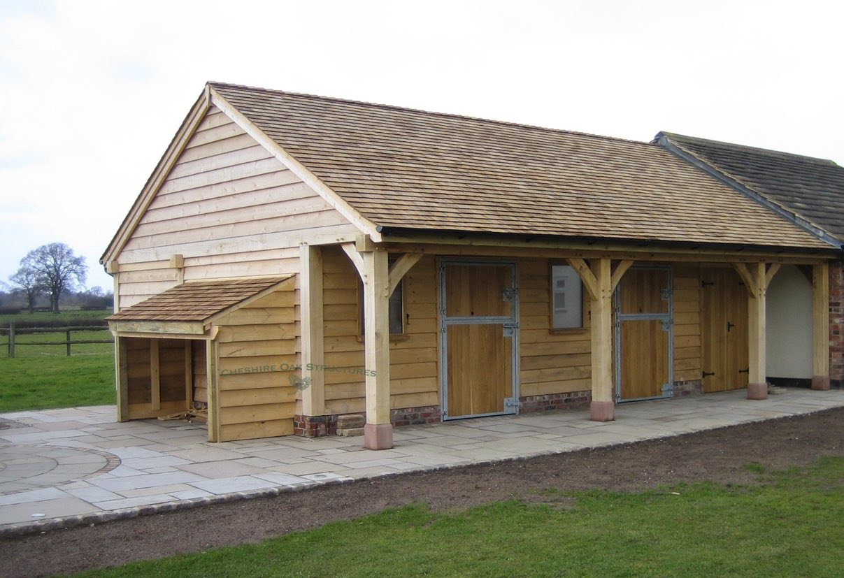 Oak_Frame_Stable_with_veranda_Cheshire