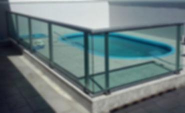 guarda-corpo-de-aluminio-para-piscina.jp