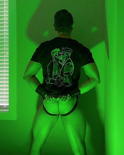 lonniedraws x kissing leather daddies t-shirt