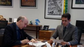 Meio Ambiente e CNM assinam acordo de cooperação para consórcios de resíduos sólidos.