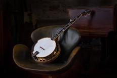 The comfy banjo.