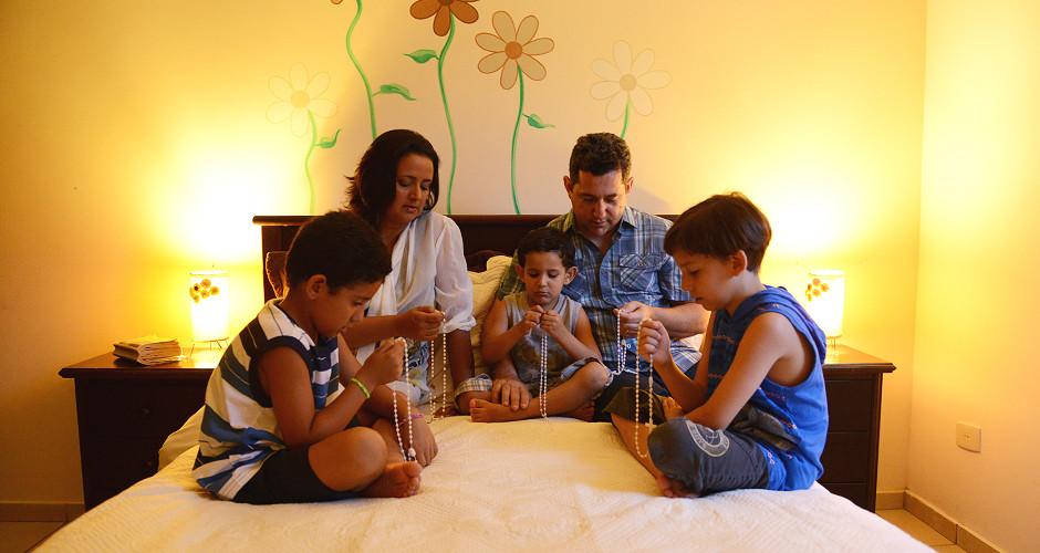 A importância da oração do rosário em família.jpg