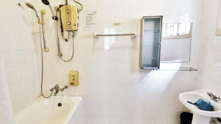 banglo_toilet (2).JPG