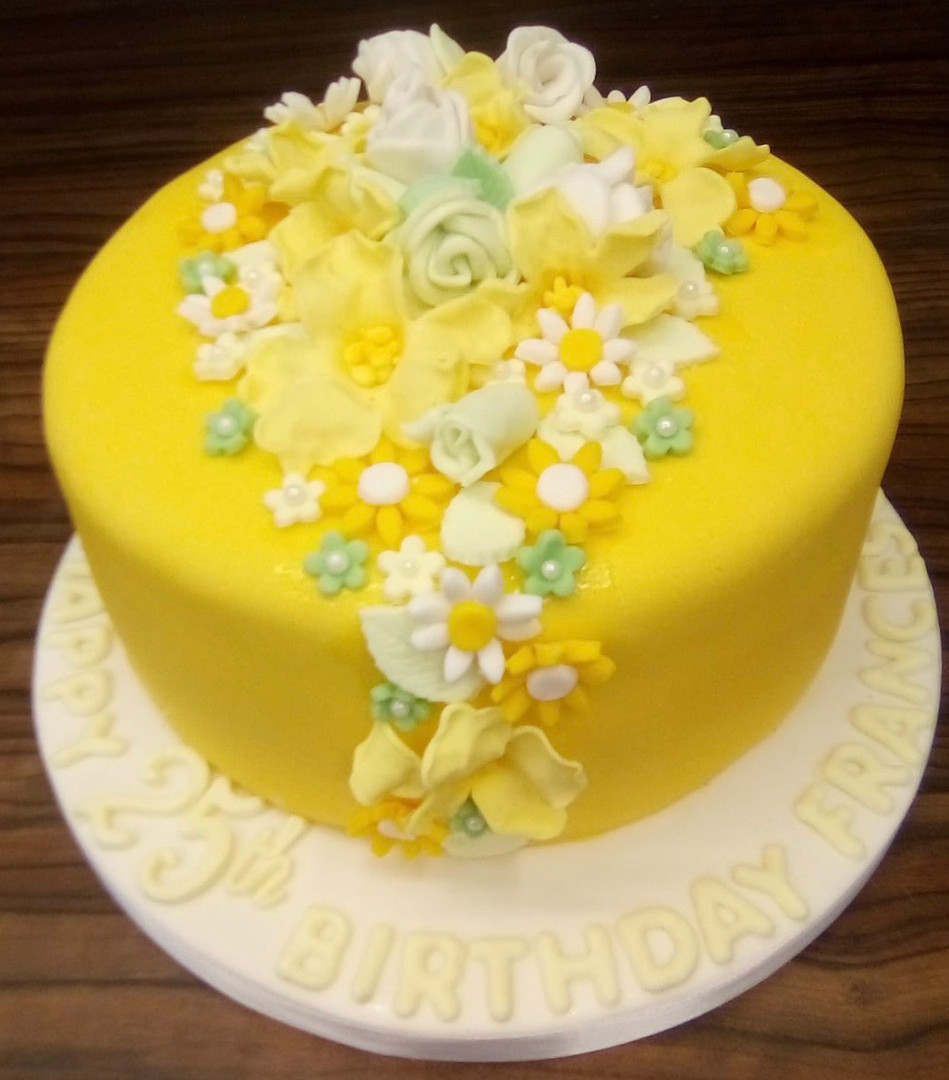 Traditional flowet themed cake