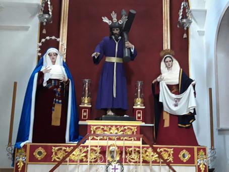 Nuestros Titulares en su Capilla de la Parroquia de Santa Cruz, una vez finalizados los Cultos a Nue
