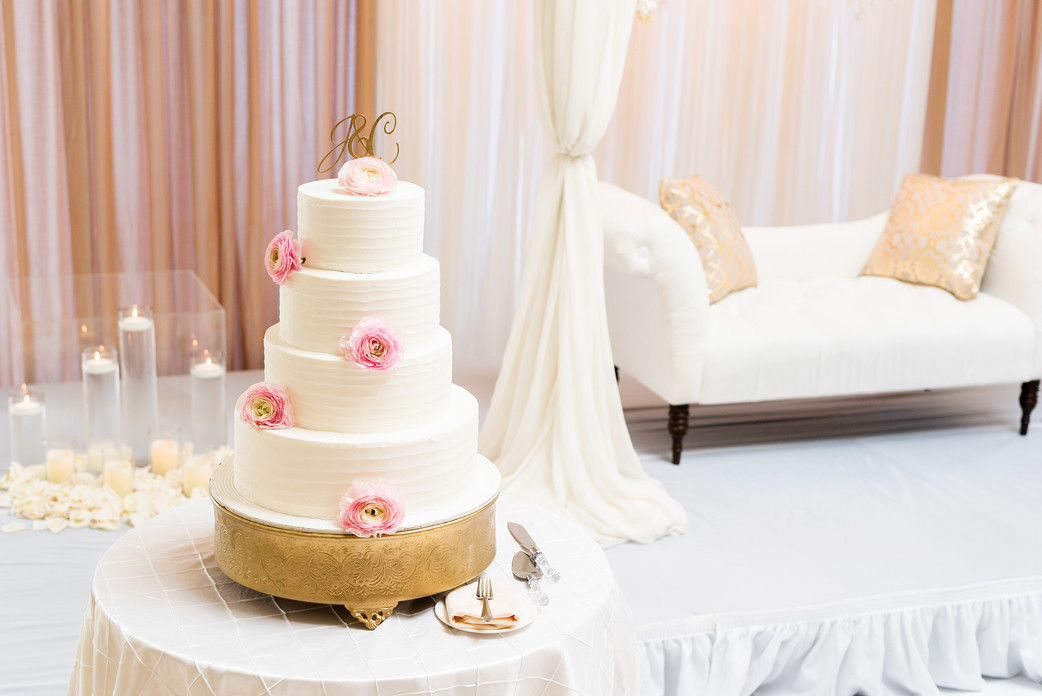 Wedding cake at the Greentree Country Club in New Rochelle, NY