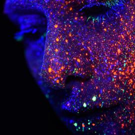 Neon Gemaltes Gesicht