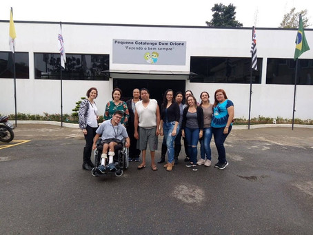 PROFESSORES DE ITAPECERICA VISITAM COLÉGIO PEQUENO COTOLENGO