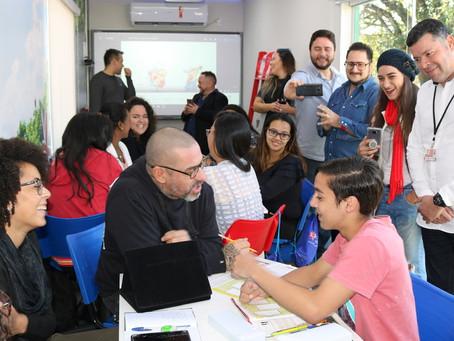 CHEF FOGAÇA PARTICIPA DE AULA DO CIDADÃO BILÍNGUE E DESTACA IMPORTÂNCIA DO PROGRAMA