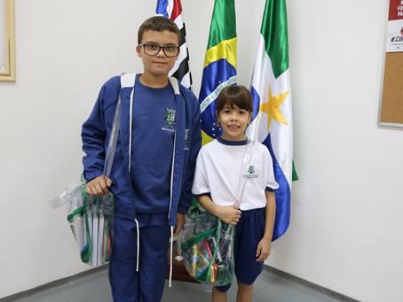 UNIFORMES DA REDE PÚBLICA VÃO CONTEMPLAR MAIS DE 18 MIL ALUNOS