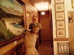 Entrée et Statue