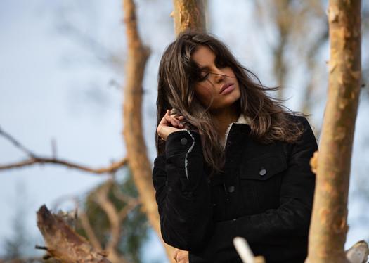 ELEGANT Magazine Editorial: The new wild west Model: Thea Bull Agency: Heartbreak management / Wilhelmina Models London