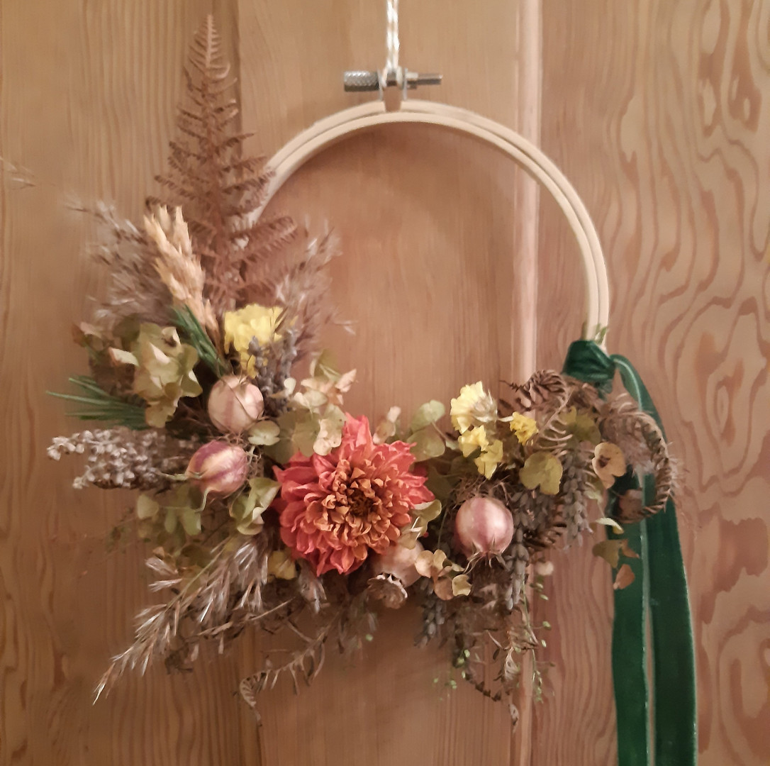 Simply Autumn Dried Flower Wreath