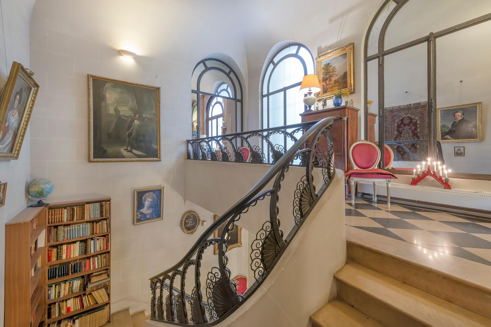 8 escalier.jpg