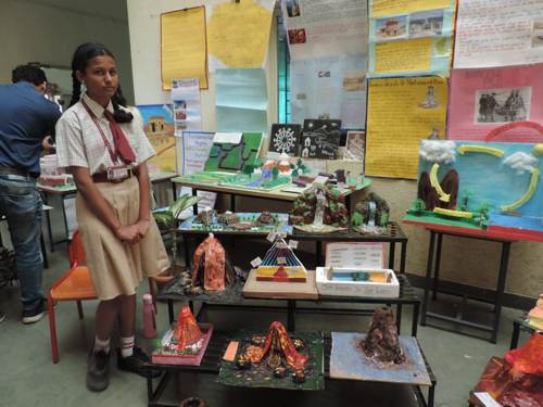 students display VPMS lohegaon