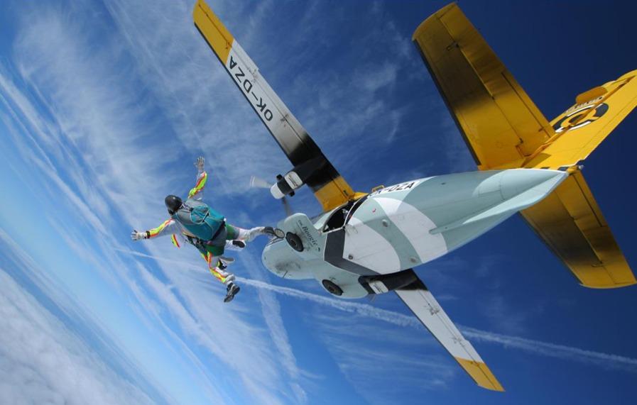 Výskok z L-410 ↖