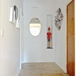 Entrance hall with vintage Colani lamp, 70's mirror, Origami wall art, paintings by belgian artist Joahann Damoiseau.