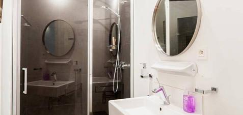 Shower room design by architect Julien Legros.
